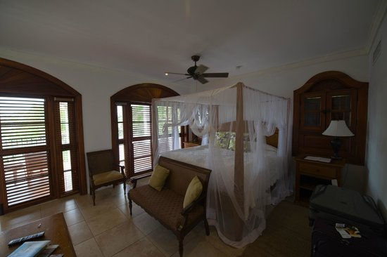 Cap Maison: Master bedroom