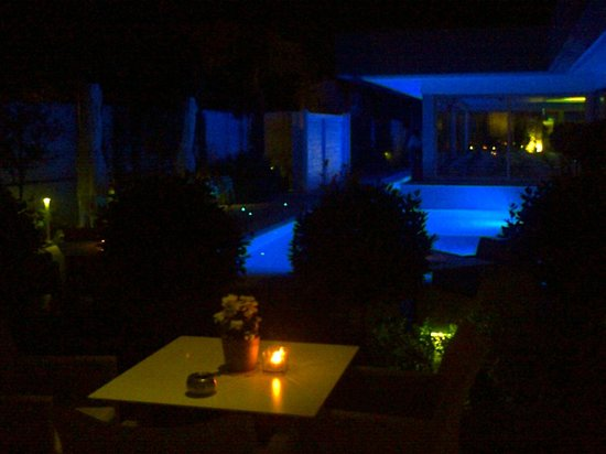 Alasia Hotel: The Floodlit Pool at night, viewed from the Pool Bar