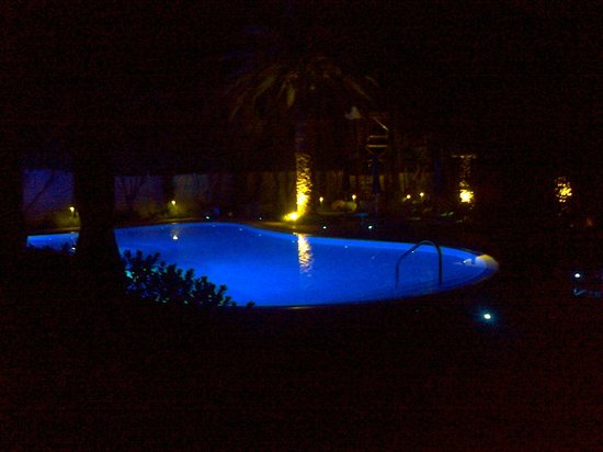 Alasia Hotel: The Pool and Fairy Garden at night