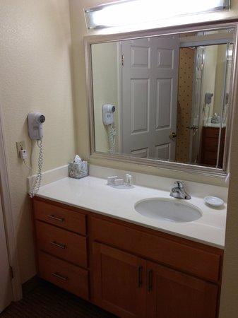 Residence Inn Irvine John Wayne Airport/Orange County : Bathroom (carpeted area)