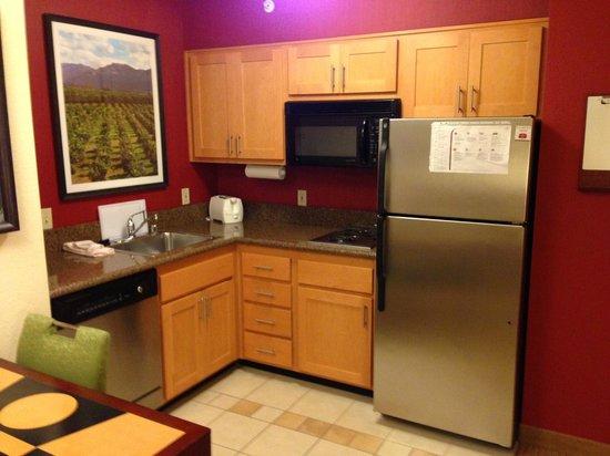 Residence Inn Irvine John Wayne Airport/Orange County : Kitchen