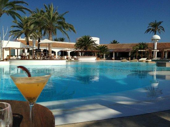 Destino Pacha Ibiza Resort : Pool area