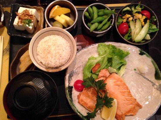 Zen Sushi : Awsome lunch. Very fresh and all well made. 15 euro for the lunch set. Yummy miso soup too! I wa