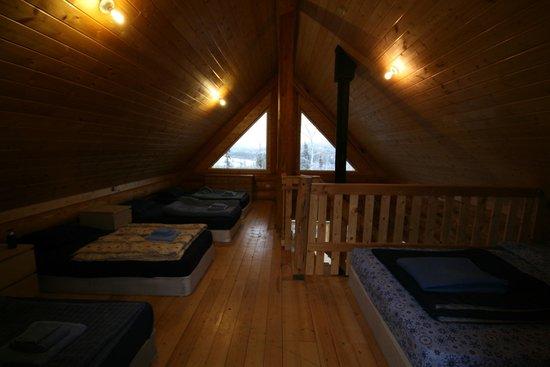 Muktuk B&B and Cabins: Second floor sleeping loft