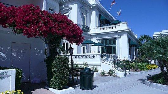 Glorietta Bay Inn : Look at Lobby portion