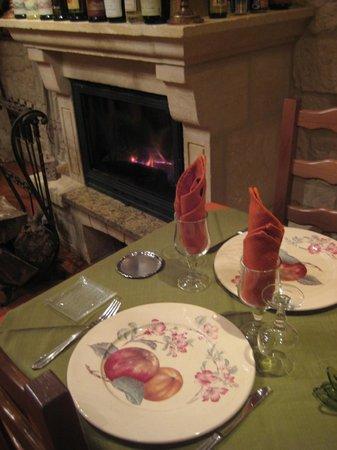 Auberge du Cheval Blanc: Cheminée