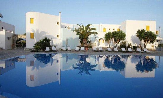 Asteras Paradise: Foto von Pool und Anlage