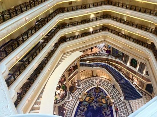 Legendale Hotel Beijing: 見事な吹抜け