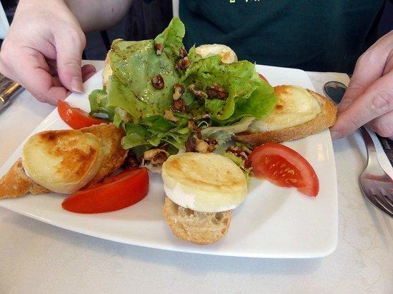 Hotel Restaurant La Pomme d'Or : entrée salade au chevre chaud