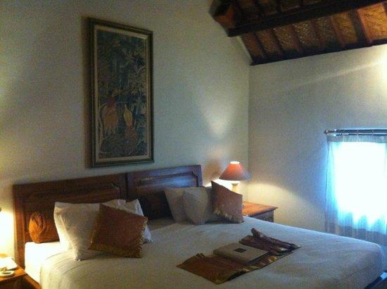 Puri Saraswati Bungalows : chambre intérieur