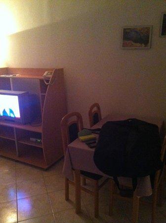 Lina Apartments: Livingroom