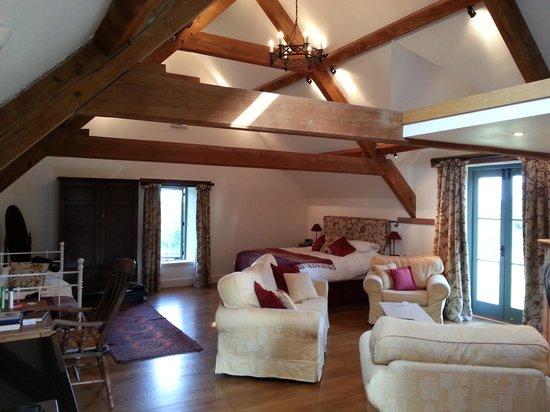 Park Farm Barn Bed & Breakfast: The Loft as you enter the room