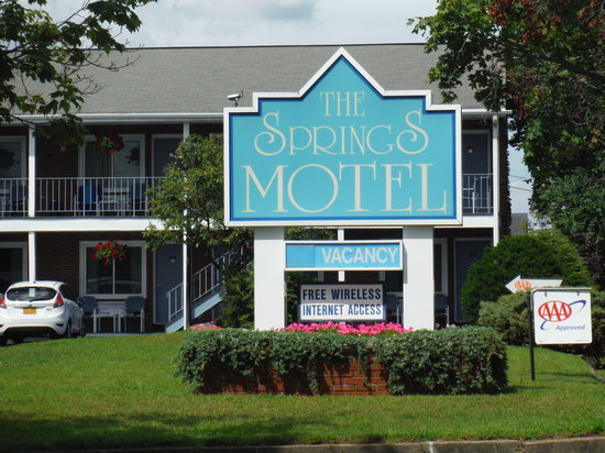 The Springs Motel: Sign