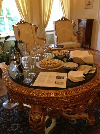 Alchymist Prague Castle Suites: Afternoon WIne and Cheese