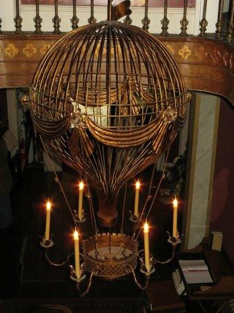 Bannatyne Hotel - Charlton House : Quirky light fitting