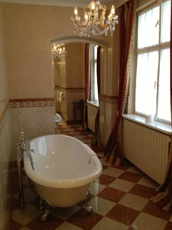 Alchymist Prague Castle Suites: Beautiful Bath