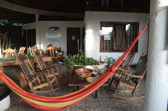 Pura Vida Hostel: Hostel common area.