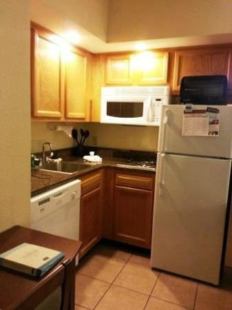 Staybridge Suites near Hamilton Place: The great kitchen