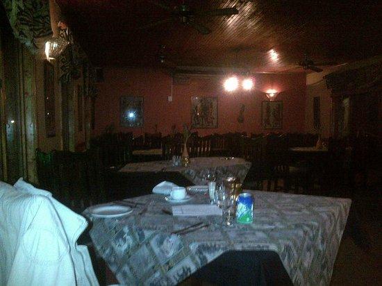 """Gooderson Bushlands Game Lodge : het restaurant """"the dark room"""""""