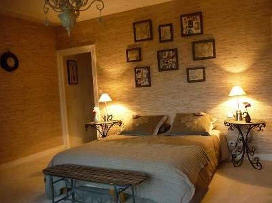 Les Champs Francais: jolie chambre