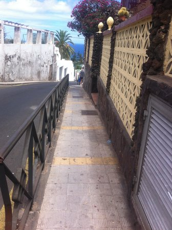 Hotel Perla Tenerife: The walk down or up