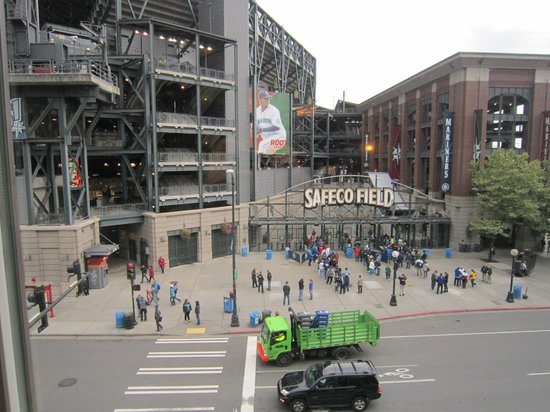 Silver Cloud Hotel - Seattle Stadium: View of Safeco Field from 442