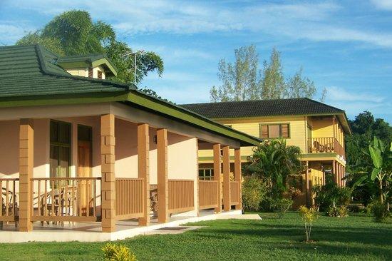 Hanover Parish, Jamaica: Bougainvillea Family Cottage FC1