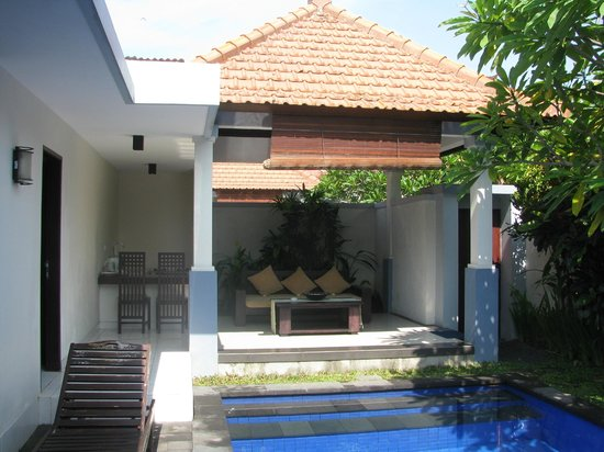 Evita Villa: Villa outdoor sitting