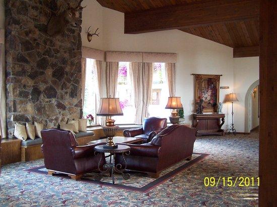 Enzian Inn: Main Lobby