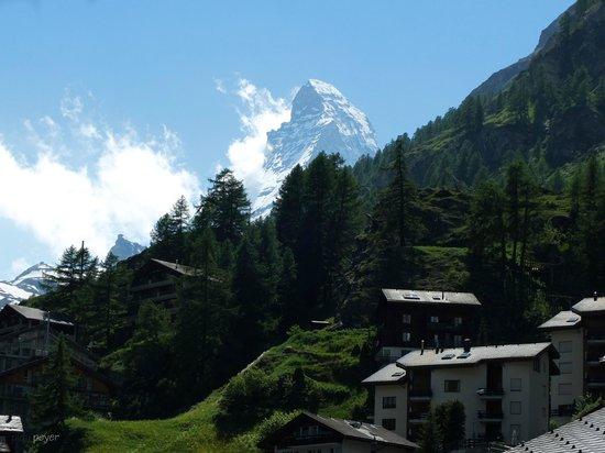 Hotel Restaurant Derby: Rückwärtige Aussicht zum Matterhorn