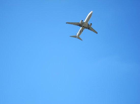 Fort Mifflin: Jets pass by regularly