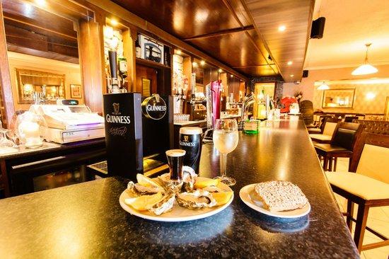 Cawleys Guest House: Bar