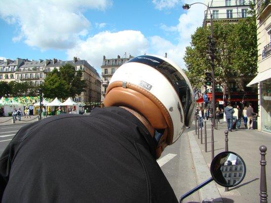 Paris by Scooter: el casco visto desde el acompañante