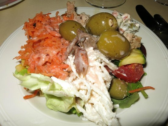Hotel Restaurant Derby: Ein typischer Derby Salat vom Buffet - lecker!