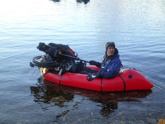 Backcountrybiking: Kevin bike rafting on the loch maree adventure