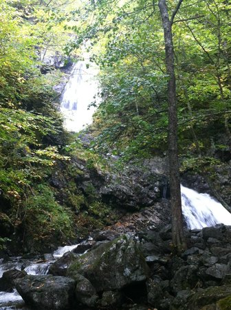 Uisge Ban Falls : Falls