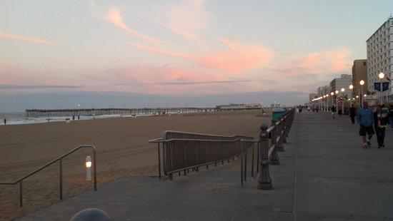 Fairfield Inn & Suites Virginia Beach Oceanfront: Boardwalk