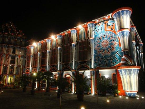 Kunsthotel Fuchspalast : Hotel bei Nacht