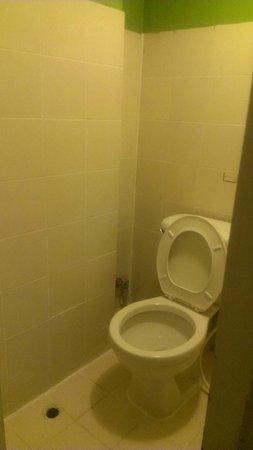 Welcome Sawasdee Inn: Toilet/wetroom