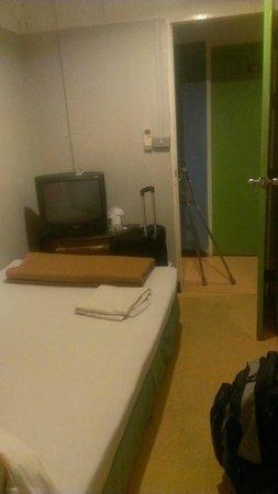 Welcome Sawasdee Inn : Cramped dingy room