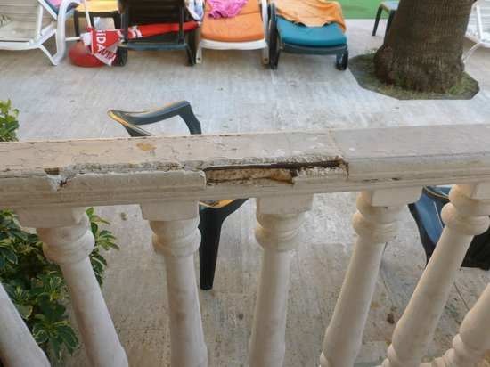 Club Sultan Maris : THE ROTTEN BROKEN BALCONY WHICH COULD HAVE CUT  THE FACE OF THE KIDS
