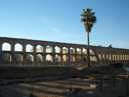 Circo romano: Acueducto de los Milagros - On the way to the Circus