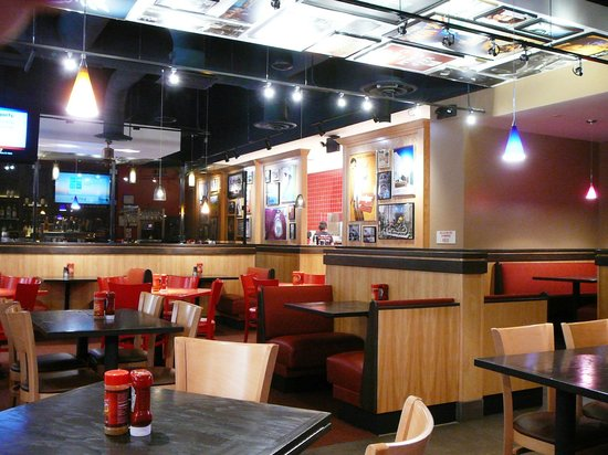 Red Robin Gourmet Burgers: Red Robin