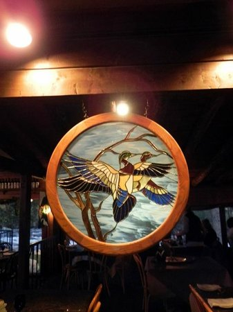 Rapids Lodge Restaurant: Stained Glass in Dining