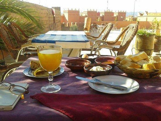 Hotel Restaurant La Kasbah: ontbijt op dakterras