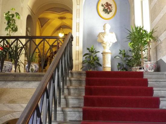 Volterra, Italia: Ingresso di un palazzo meraviglioso !!!