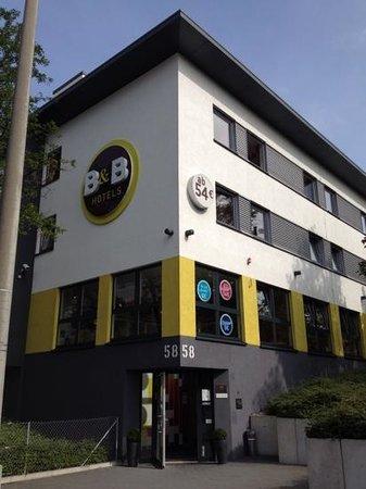 B&B Hotel Stuttgart-City: esterno