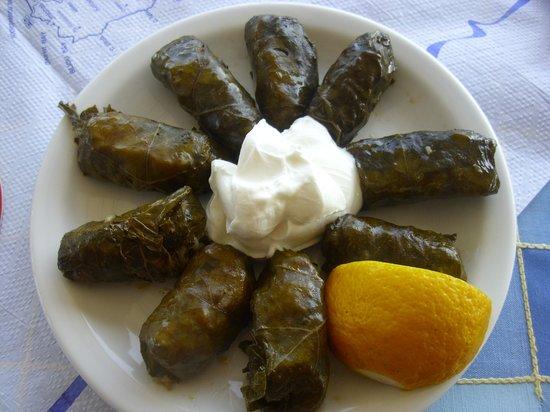 Atlantis Taverna: riso cotto nelle foglie di vite e yogurth greco