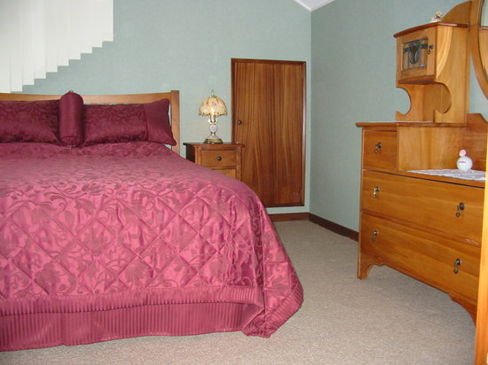 The Manor Bed and Breakfast : The Rose Room