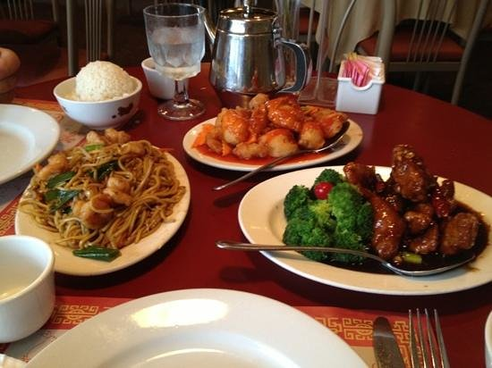 House of Dynasty: Delicious!!! L-R. shrimp lo mein  top: sweet and sour chicken. Crystal chicken w broccoli. we ha